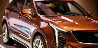 Precyzyjne oklejanie aut folią
